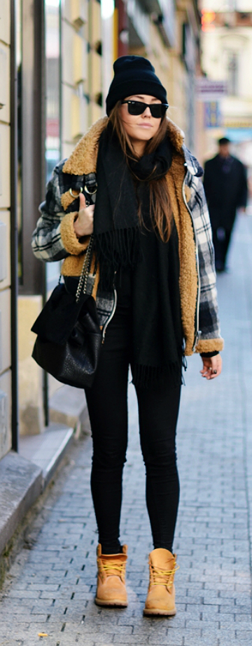 """Polish fashion blogger Jestem Kasia, goes for a muted look when she pairs her """"Authentics Teddy"""" with an all-black ensemble. A look like this can take you from a day of running errands to a night of casual drinks with friends. It's truly effortless!"""